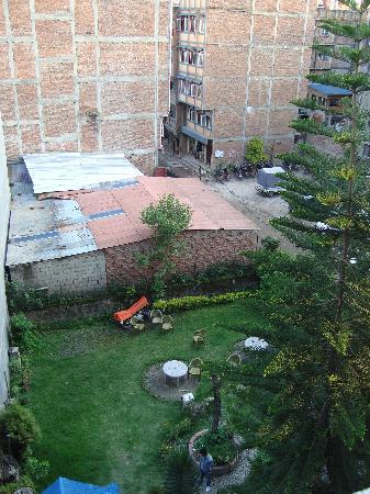 Hotel Discovery Inn: garden