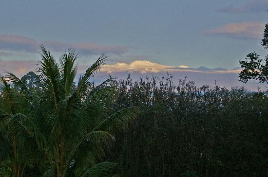 Bed & Breakfast Mountain View: Snow-capped Mauna Kea from 2nd floor of B&B