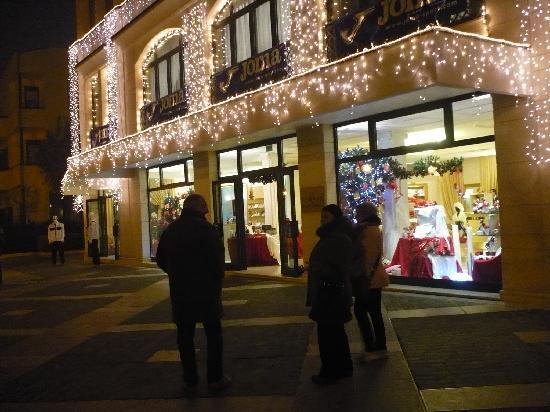 Hotel Aurora Terme: Passeggio notturno