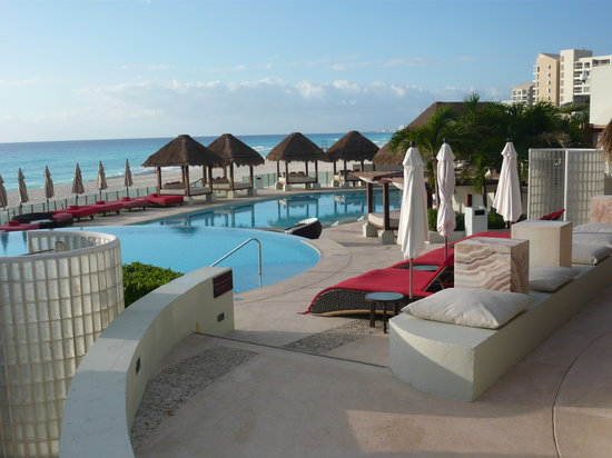 ME Cancun: Adults only pool