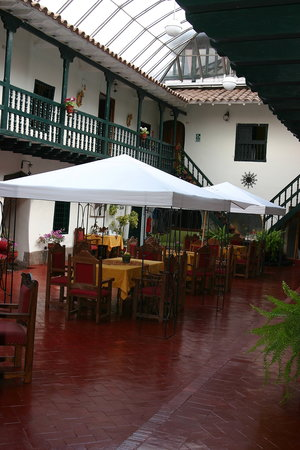 MARQUESES Hotel: dinning courtyard