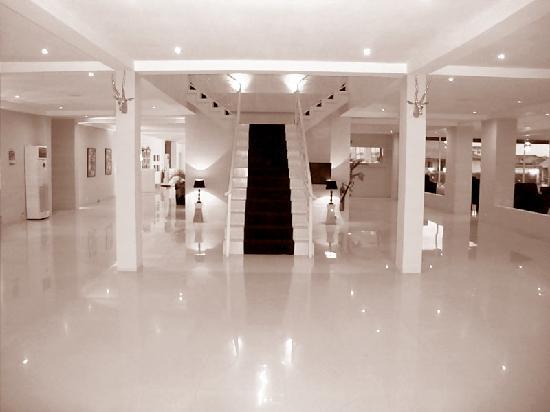 The Aknac Hotel: Hotel Foyer