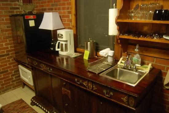 Rainforest Inn: The kitchenette