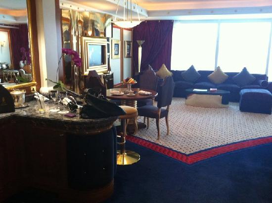 Burj Al Arab Jumeirah: Angolo bar e soggiorno suite 2001