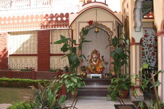 Umaid Bhawan Heritage House Hotel: Interior court