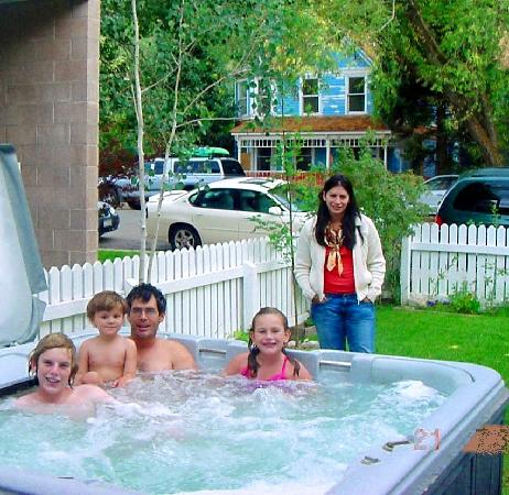 Snow Queen Lodge : Hot Tub