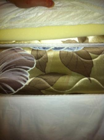 Alta Crystal Resort at Mount Rainier: Ancient Mattress with Foam Pillowtop
