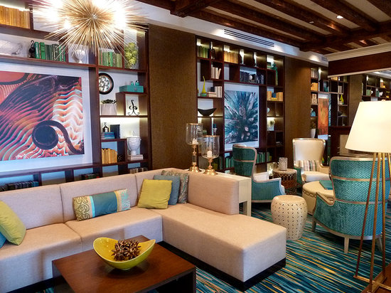 The Vinoy Renaissance St. Petersburg Resort & Golf Club: The Vinoy's remodeled and expanded lobby area is stylish and comfortable.