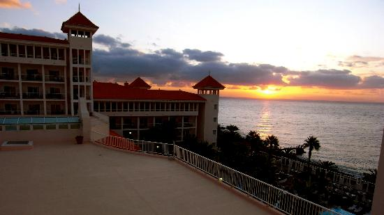 Hotel Riu Palace Madeira: Sunrise from room