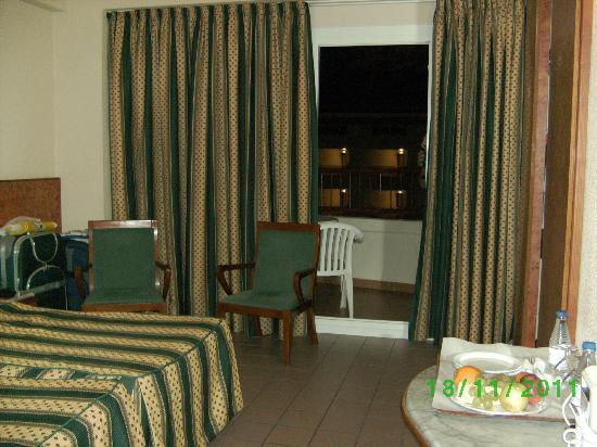 Hotel Rosamar: Chambre +/- 3.4 x 4.2 m