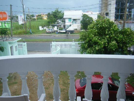 Easy Inn: View from the 2nd floor balcony of entrance and guard shack