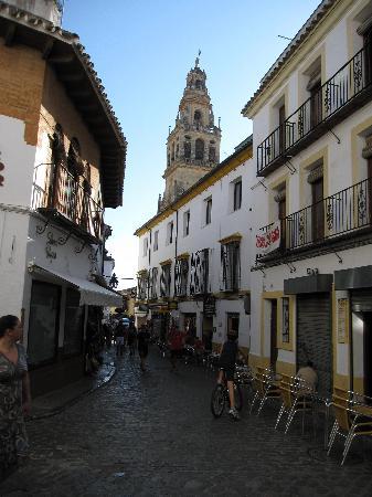 Cordoba, Spanien: Calle en La Juderia