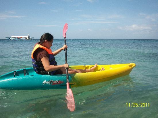 Tamaraw Beach Resort: kayaking at tamaraw