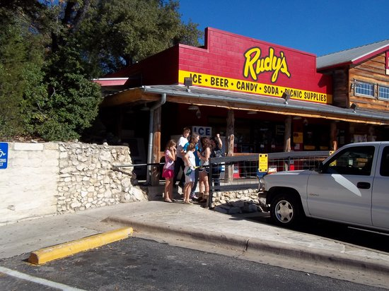 Rudy's Country Store & Bar-B-Q: Entrance
