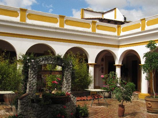 Hotel Casa Margarita: San Cristobal patio
