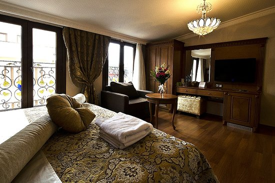 Senatus Suites: Double  Room with a king size bed