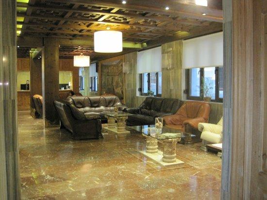 Carlos V Hotel: Hotel's waiting area