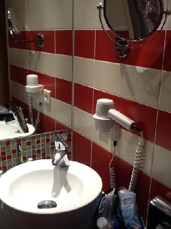 Mercure Hotel Muenchen Schwabing: badkamertje