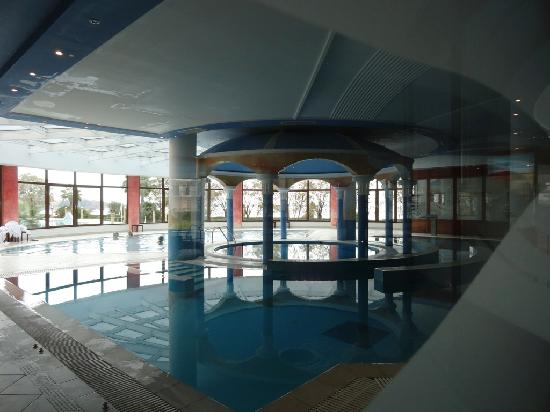 Kamena Vourla, Greece: Indoor spa pool