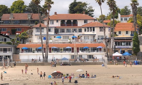 Casablanca Inn on the Beach: Conveniently Located