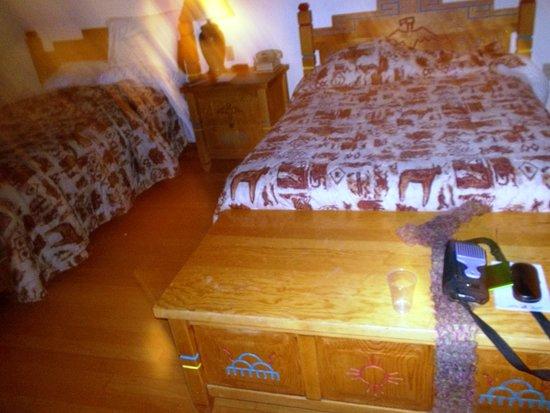 The Black Bear: Rooms were cute