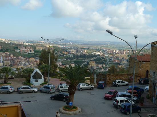B&B Bibirria: vistas de Agrigento desde la terraza del B@B