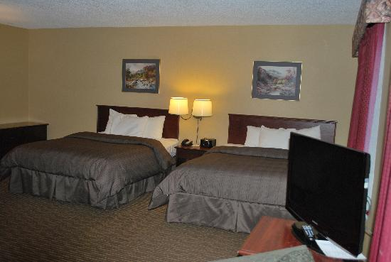 Days Inn - Calgary South: Executive Queens with Kitchenette