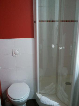 Hotel Clermont Estaing: douche + WC