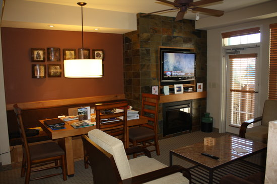Lake Tahoe Vacation Resort: Living room of a 1-Bedroom