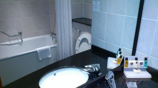 Crowne Plaza Hotel Birmingham NEC: Bathroom