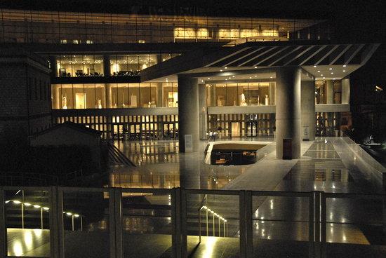 Μουσείο Ακρόπολης: The New Acropolis Museum at night