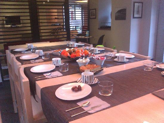 Hôtel Villa Koegui Biarritz : table petit dej'