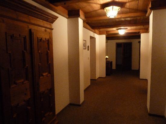 Gasthof Kreuz Bergpension: Zimmergang im 1. Stock
