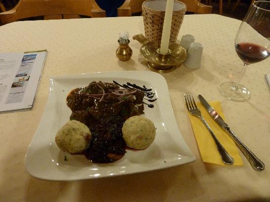 Gasthof Kreuz: Ungarisches Gulasch - wunderhübsch und super lecker!