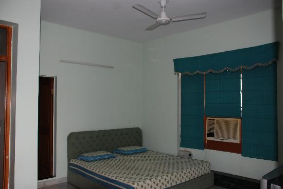 Bhola Bhawan Bed and Breakfast : Guest bedroom