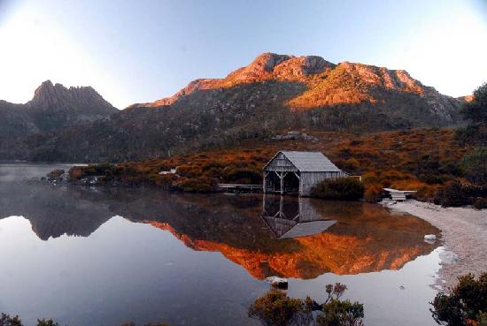 Cradle Mountain-Lake St. Clair National Park, Australia: The famous boatshed at Dove Lake
