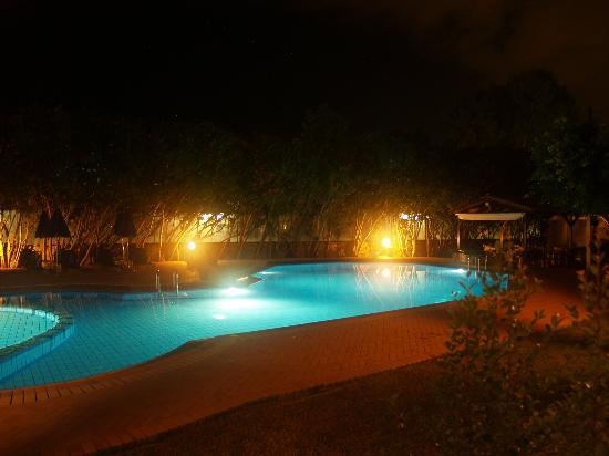 Lefka Apartments: lefka at night