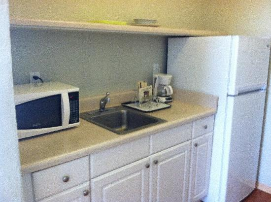 Viscay Hotel: kitchen area