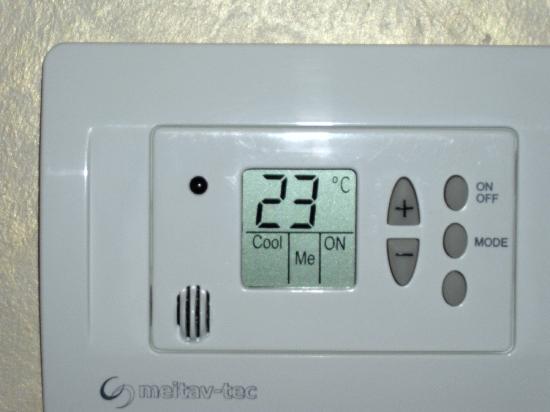 Dom Hotel Koeln: Constant sauna temperature