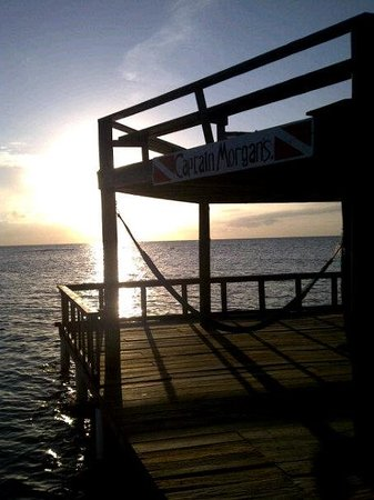 Captain Morgan's Dive Centre: beautiful sunset