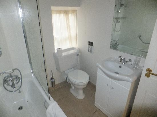 Lismore House Hotel: Bathroom 210