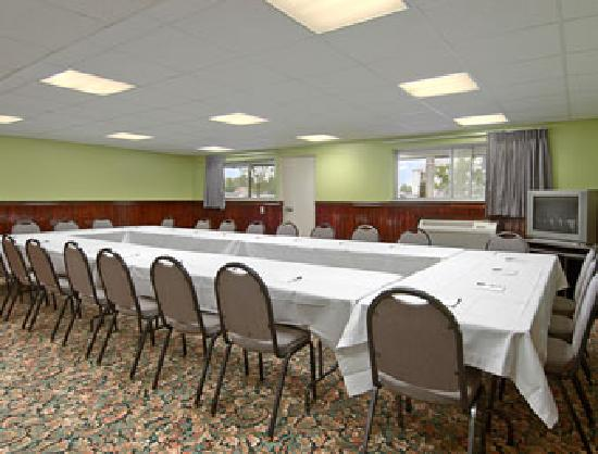 Days Inn by Wyndham Elk Grove Village O'Hare Airport West: Meeting Room at Days Inn