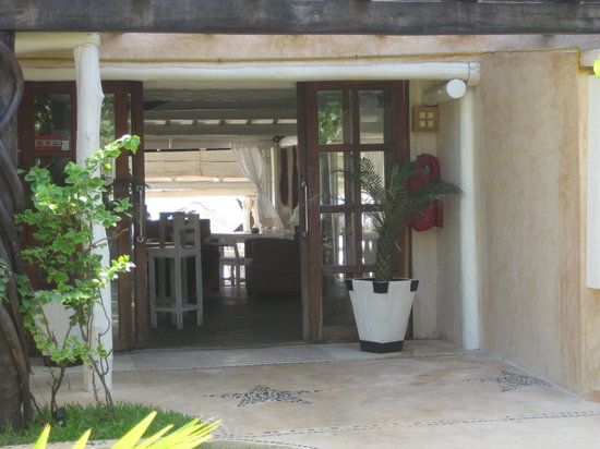 Villa Las Estrellas: walking into the reception area