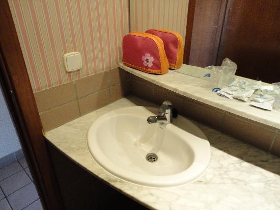 Hotel Rosamar: Bathroom