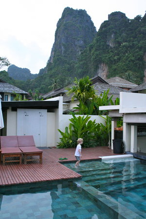 Bhu Nga Thani Resort and Spa: The infinity pool at Bhu Nga Thani. Beautiful backdrop!