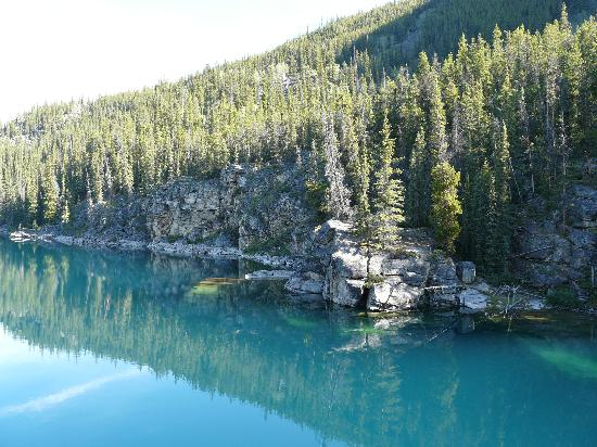 Horseshoe Lake: Beautiful color to the water!