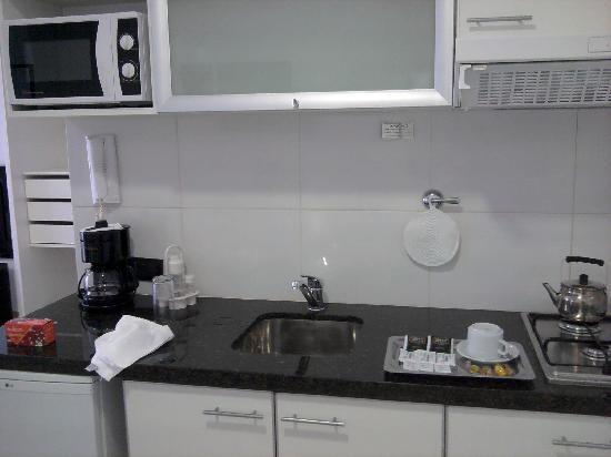 Bulnes Quality Studios Hotel Buenos Aires: Clean mini kitchen.