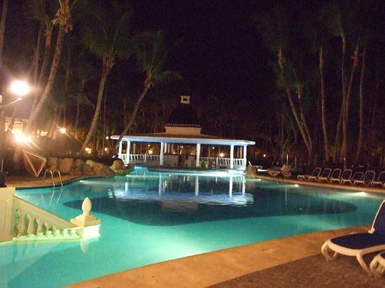 ClubHotel Riu Bambu: bar flotante - de noche