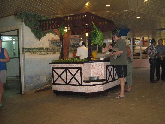 Brisas del Caribe Hotel: smoothy bar in the main dinning room