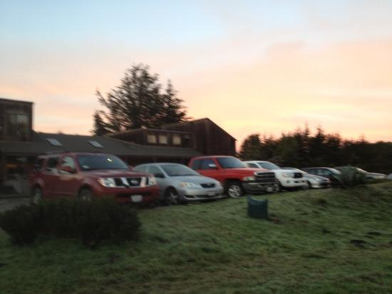 Twofish Baking Company: At 7 AM on Thanksgiving weekend the parking lot is full when the sun comes up with people waitin